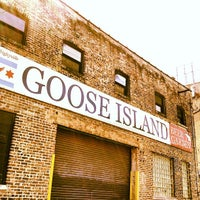 Photo prise au Goose Island Brewpub par Rob M. le8/2/2013