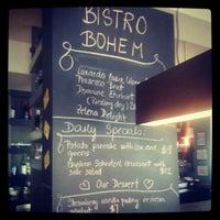 9/16/2012 tarihinde Crystal D.ziyaretçi tarafından Bistro Bohem'de çekilen fotoğraf