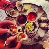 Photo prise au L&W Oyster Co. par Abi B. le5/23/2013