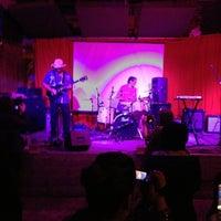Снимок сделан в Brick & Mortar Music Hall пользователем Andreux F. 12/21/2012