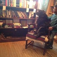 Foto tirada no(a) Birchbark Books & Native Arts por Bill C. em 4/3/2014
