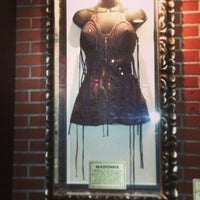 Снимок сделан в Hard Rock Cafe Houston пользователем Mod P. 5/12/2013