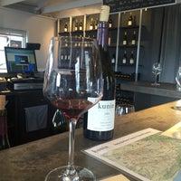 Das Foto wurde bei Kunin Wines Tasting Room von Feiza am 4/26/2016 aufgenommen