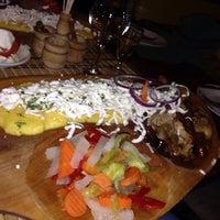 Photo prise au Rustic - Restaurant romanesc par Lucy le2/6/2014