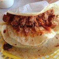 Foto tirada no(a) Laredo Taqueria por Roach em 6/22/2013