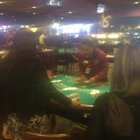 Foto diambil di Ellis Island Casino & Brewery oleh Julia R. pada 3/7/2013