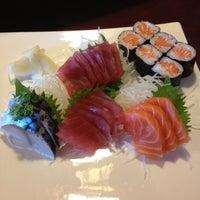Foto tirada no(a) Akira Sushi Bistro por Jessica R. em 5/6/2013