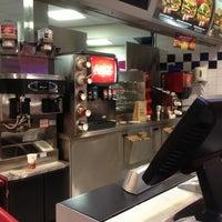 รูปภาพถ่ายที่ Burger King โดย Rick v. เมื่อ 10/16/2012