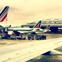 รูปภาพถ่ายที่ Aeroporto di Milano Linate (LIN) โดย K เมื่อ 3/12/2013