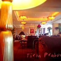 Foto tirada no(a) The Café -  Hotel Mulia Senayan, Jakarta por Tirta P. em 3/22/2013