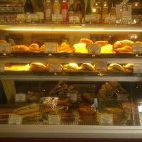 Foto tirada no(a) St. Honoré Boulangerie por Jay S. em 3/27/2013