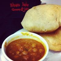 2/11/2013에 Bhanu R.님이 Bhanu's Indian Grocery & Cuisine에서 찍은 사진