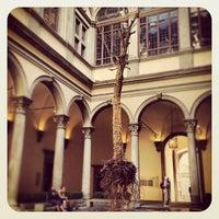 Das Foto wurde bei Palazzo Strozzi von Rieta A. am 5/19/2013 aufgenommen