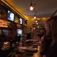Foto tirada no(a) Moondog's Bar & Grill por Vasia C. em 1/25/2014