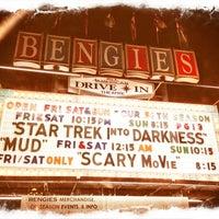 Foto tirada no(a) Bengies Drive-in Theatre por Kira T. em 5/18/2013