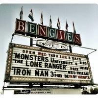 Foto tirada no(a) Bengies Drive-in Theatre por Kira T. em 7/7/2013