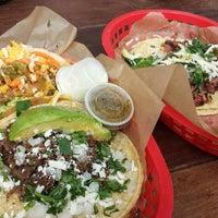 Foto scattata a Torchy's Tacos da Marie C. il 4/25/2014