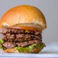 6/25/2014にAbdullah A.がBoodi's Burgerで撮った写真