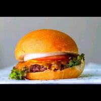 6/21/2014にAbdullah A.がBoodi's Burgerで撮った写真