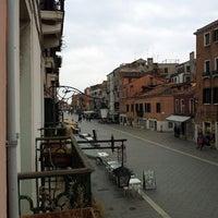 Foto tirada no(a) Ca' Formenta Hotel Venice por Lilian C. em 4/21/2014