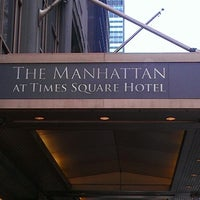 Photo prise au The Manhattan at Times Square Hotel par Mike N. le4/4/2013