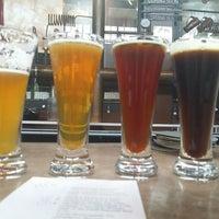 Foto tomada en Grand River Brewery por Jerry el 11/28/2014