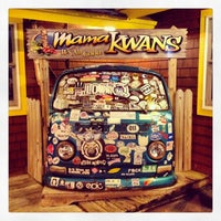Foto tirada no(a) Mama Kwan's Tiki Bar & Grill por Dave and Amy J. em 8/23/2014