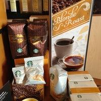 Das Foto wurde bei Starbucks von Elle B. am 3/3/2013 aufgenommen