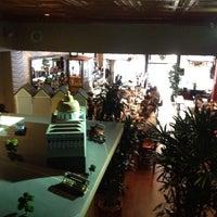 รูปภาพถ่ายที่ Sam's Cable Car Lounge โดย Lisa W. เมื่อ 5/21/2013