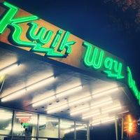 รูปภาพถ่ายที่ Kwik Way Drive-In โดย east bay dish เมื่อ 10/24/2012