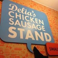Foto tomada en Delia's Chicken Sausage Stand por Gray W. el 3/2/2013