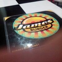 Foto tirada no(a) James Burger por Xman S. em 7/21/2013