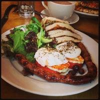 Foto scattata a Cafe Mogador da Adam W. il 9/1/2013