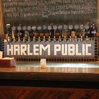 Das Foto wurde bei Harlem Public von Taylor V. am 4/2/2013 aufgenommen