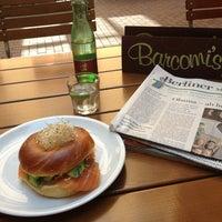 6/18/2013 tarihinde Brigitte H.ziyaretçi tarafından Barcomi's Deli'de çekilen fotoğraf
