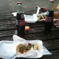 รูปภาพถ่ายที่ Junior's Tacos โดย Buzz เมื่อ 9/12/2013
