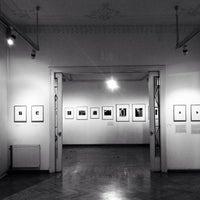 Foto tirada no(a) Mai Manó Gallery and Bookshop por Gabor em 10/5/2013