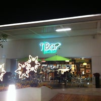 รูปภาพถ่ายที่ T|Bar โดย Cira เมื่อ 1/6/2013