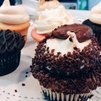 Foto tirada no(a) Sweet Box Cupcakes & Bake Shop por Clay W. em 8/11/2015