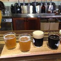 รูปภาพถ่ายที่ Firefly Hollow Brewing Co. โดย Kyle T. เมื่อ 11/2/2013
