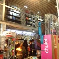 Foto diambil di MUMEDI Café & Shop oleh Fernando G. pada 3/9/2013
