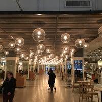 Das Foto wurde bei Revival Food Hall von Ben L. am 11/29/2016 aufgenommen