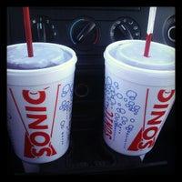 Foto diambil di SONIC Drive In oleh Chris L. pada 12/4/2012
