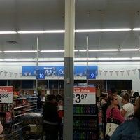 Das Foto wurde bei Walmart Supercenter von Tommie R. am 5/25/2013 aufgenommen