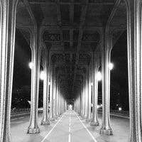 Das Foto wurde bei Pont de Bir-Hakeim von Emilien L. am 6/29/2013 aufgenommen
