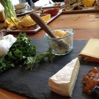 Снимок сделан в Murray's Cheese Bar пользователем Kate R. 3/2/2013