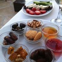 Снимок сделан в Matbah Restaurant пользователем Ayşegül K A. 7/22/2013