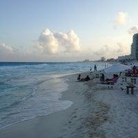 Das Foto wurde bei Forum Beach Club von Artur M. am 3/19/2013 aufgenommen