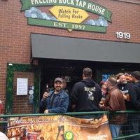 Foto scattata a Falling Rock Tap House da Nathan V. il 10/12/2012