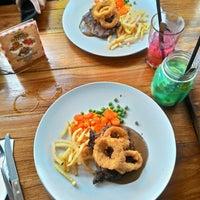 Photo prise au treehouse Cafe par muhd F. le12/14/2015